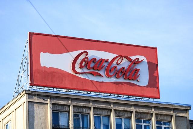 Litery ze styroduru - forma reklamy zewnętrznej